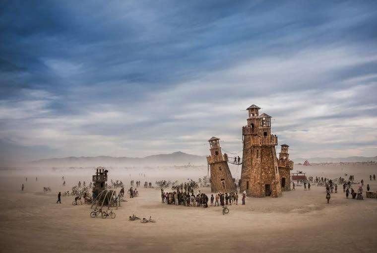 Black Rock Lighthouse Service zdjęcie zrobione podczas festiwalu Burning Man na pustyni w Newadzie. Finalista w kategorii: Duch miejsca.