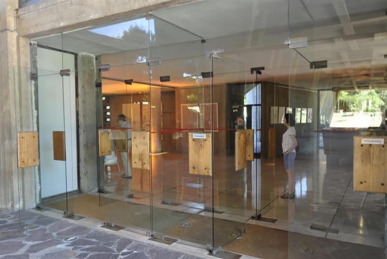 Jednostka Marsylska, proj. le Corbusier - wejście do foyer z podcienia