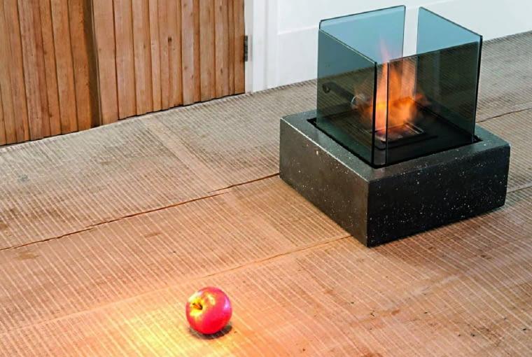 Takie domowe 'ogniska' można przenosić z miejsca na miejsce. Dostępne są w sklepach w różnych cenach i wielkościach.