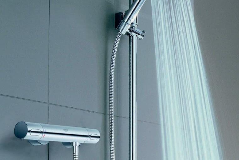 Prysznicowa bateria termostatyczna i słuchawka z ogranicznikiem wypływu to wygoda i oszczędność wody