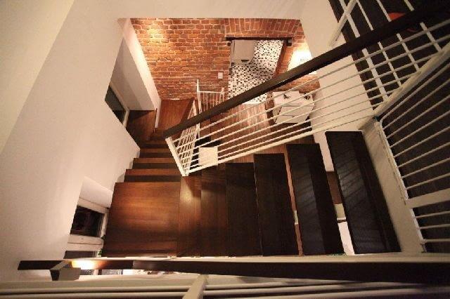 wnętrze domu,schody,klatka schodowa