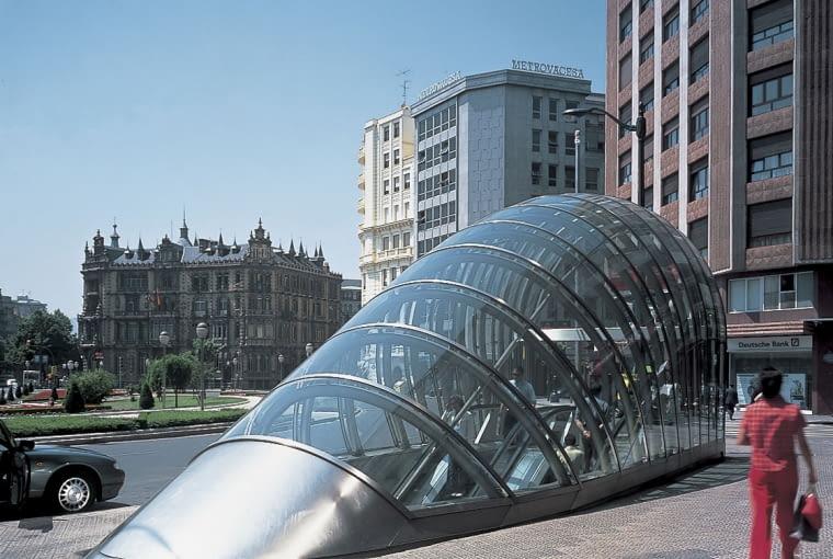 Zejście do metra w Bilbao