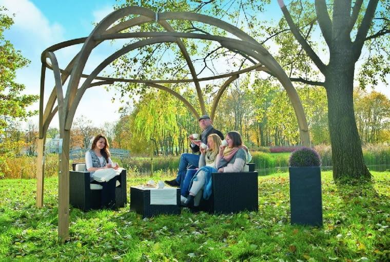 Konstrukcje ogrodowe mają coraz bardziej wymyślne kształty, które przyciągają wzrok