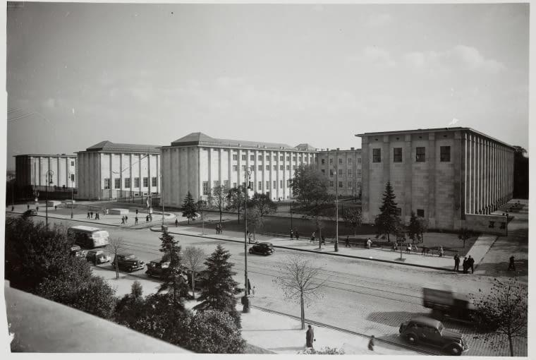DI 37312; Olszewski, Czesław (1894-1969) (fotograf); Gmach Muzeum Narodowego w Warszawie - widok ogólny; 1938; fotografia; papier fotograficzny; 12,3 x 17,9