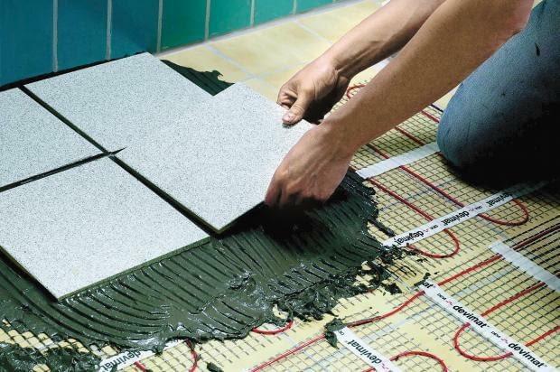 płytki na ogrzewaniu podłogowym, ogrzewanie podłogowe, układanie płytek