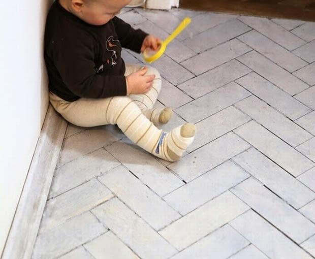 biała podłoga, malowanie podłóg