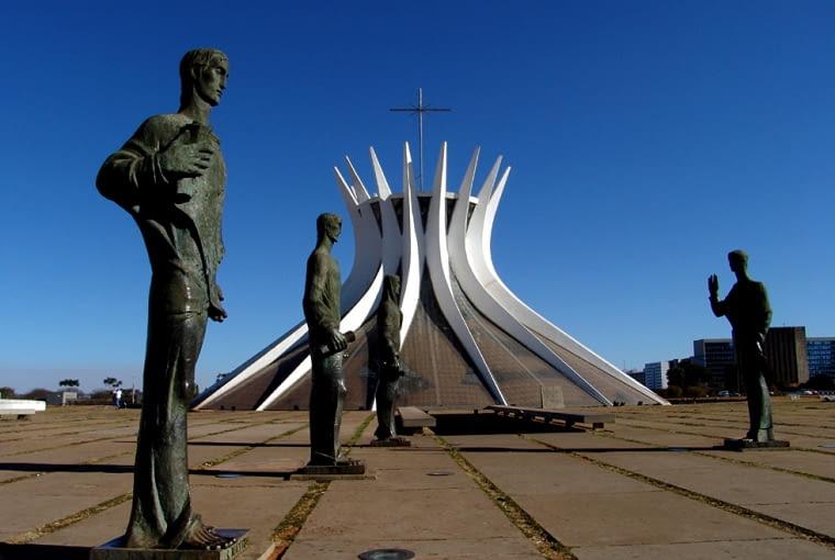 oscar niemeyer, brasilia, wystawa, katedra, brazylia