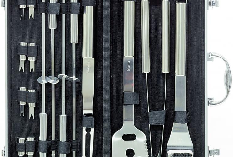 Zestaw do grillowania/Blooma/CASTORAMA Zawiera 16 elementów wykonanych ze stali nierdzewnej. Cena: 148 zł, www.castorama.pl