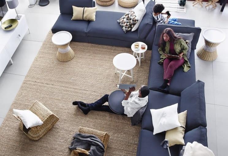 Dywan w naturalnym odcieniu. Na zdjęciu: dywan z trawy morskiej, IKEA