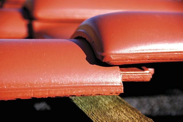 Zamki nowych i starych dachówek muszą do siebie dokładnie pasować