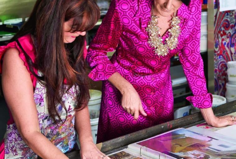 Helen Lennie (zprawej) wie oFlorence prawie wszystko. Razem zmężem Davidem prowadzą firmę Signature Prints, która zajmuje się propagowaniem twórczości nieżyjącej artystki.