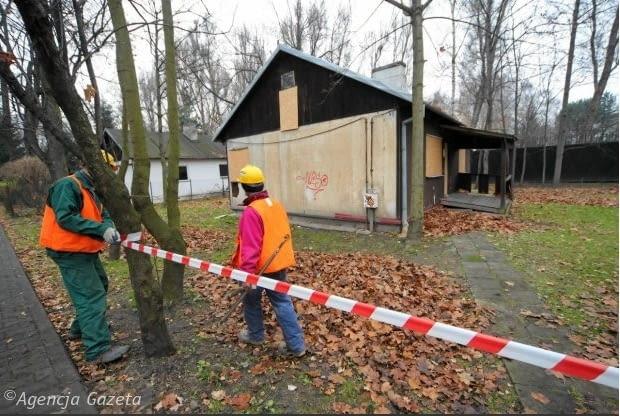 Ruszyła rozbiórka fińskich domków przy ul. Jazdów w Warszawie
