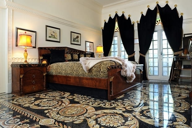 Willa Versace, Casa Casuarina