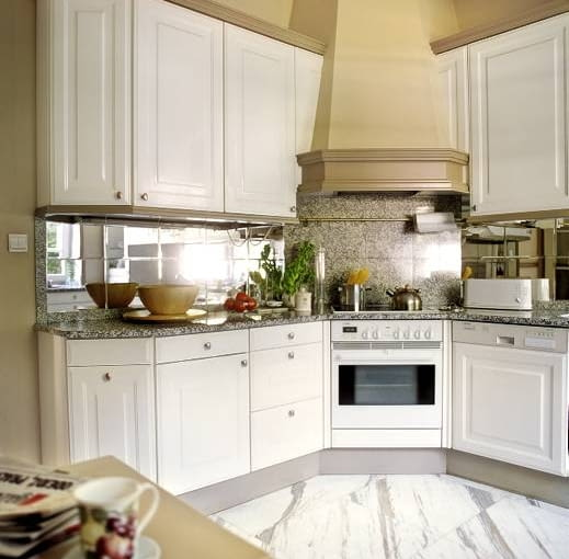 Fragment kuchni. Nowoczesne wyposażenie zapewnia domownikom komfort