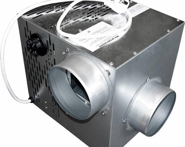 Aparat nawiewny: z lewej, napływ gorącego powietrza z kominka; z prawej, wypływ gorącego powietrza do instalacji DGP