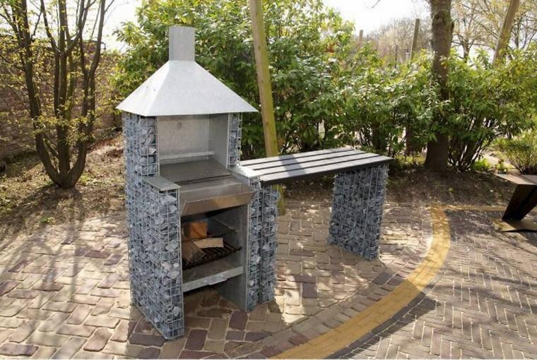 Można i tak: efektowny ogrodowy grill 'upleciony' ze stalowego drutu