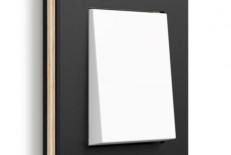 Ramki włączników z serii Gira Esprit mogą być wykonane z pięciowarstwowej sklejki z drewna brzozowego i linoleum.