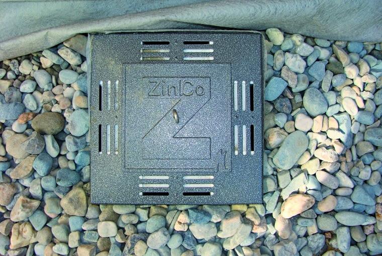 Wpusty dachowe mają skrzynki kontrolne, zapewniające łatwy dostęp do odpływu w razie ich zanieczyszczenia