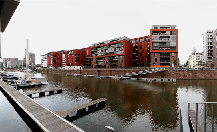 Białe kołnierzyki z Commerzbanku i EBC lubią po pracy popływać żaglówką. Frankfurt idzie śladem Kopenhagi i Amsterdamu. fot. citypolska.com