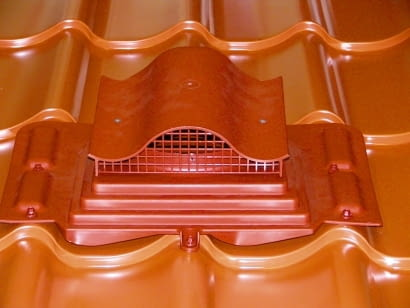 Wywietrznik dachowy - do wentylowania przestrzeni pod pokryciem z blachy.