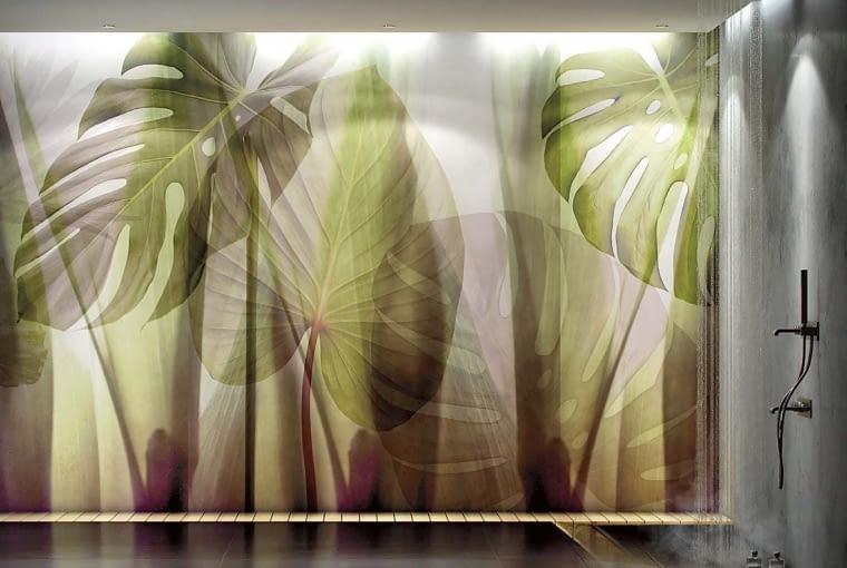 Ogromne liście są tak realistyczne, że mamy wrażenie zacienienia. Tapeta oryginalna, odpowiednia do wnętrz, w których odpoczywamy. Na zdjęciu: Equatorial Jungle z kolekcji Paysage, na podkładzie winylowym, cena od 440 zł/metr kw., GLAMORA/DEKORIAN, www.glamora.it/pl