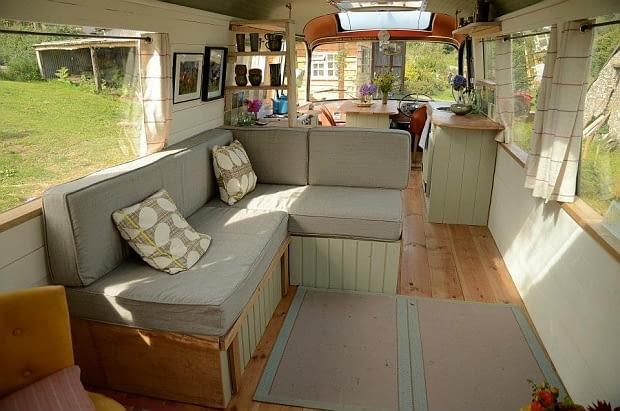 dom w autobusie, nocleg w autobusie, zamieszkać w starym autobusie