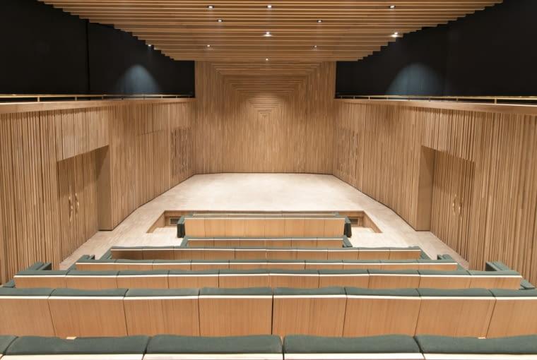 Audytorium we wnętrzu muzeum Yves Saint Laurenta