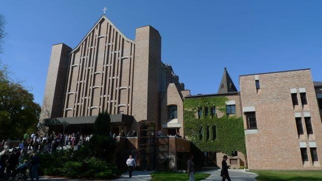 warszawski kościół pod wezwaniem św. Dominika jest uważany za jedną z najlepszych budowli sakralnych, wzniesionych w Polsce w drugiej połowie XX wieku.