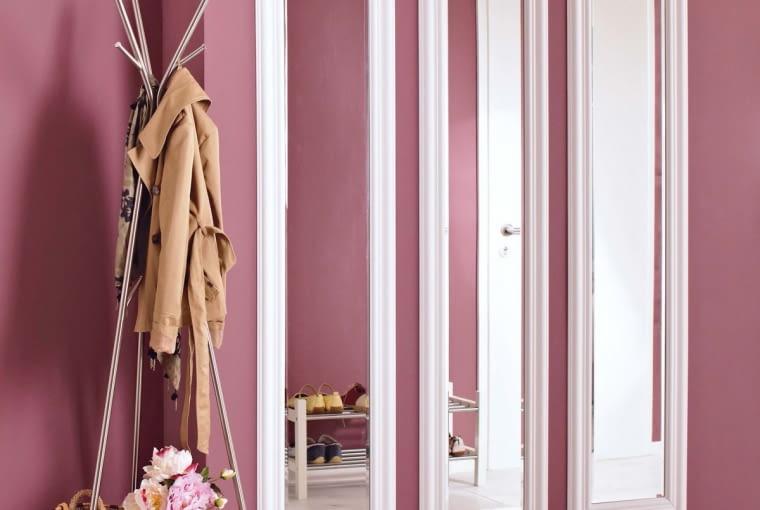 Warto wybrać farbę odporną na szorowanie, np. ceramiczną. Dotyczy to również ciemniejszy kolorów - na nich też mogą być widoczne zabrudzenia.