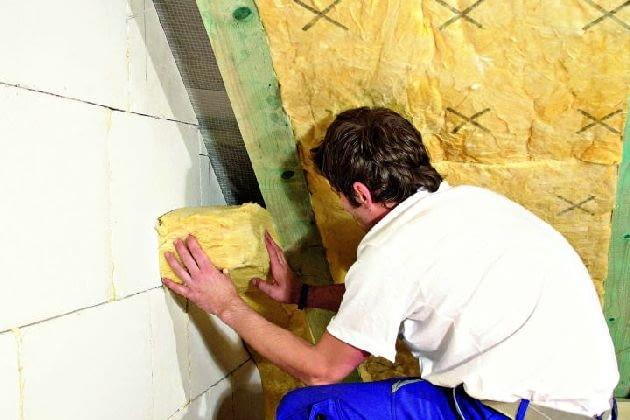 Ocieplić należy również miejsca trudno dostępne - przy ścianie szczytowej