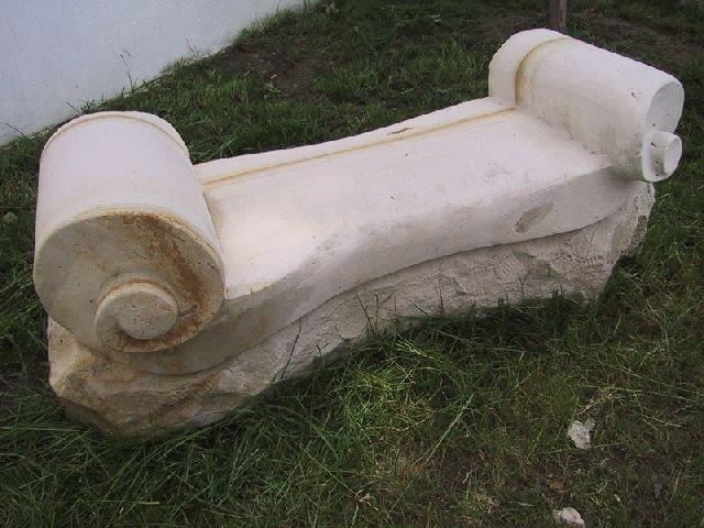 Kamienna ławka ogrodowa,ogród,ozdoby ogrodowe