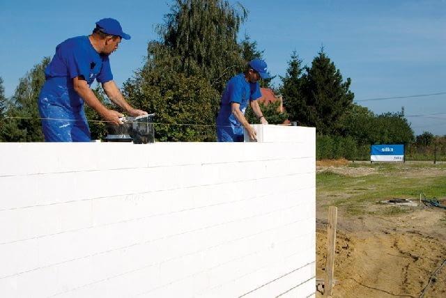Ściany z bloczków silikatowych przed otynkowaniem trzeba będzie jeszcze ocieplić