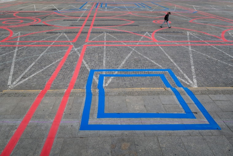Interwencja plastyczna na Placu Defilad w Warszawie