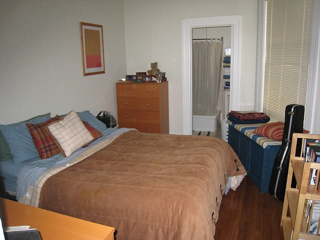 mieszkanie, brzydka sypialnia