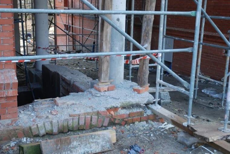 Zachowany oryginalny fundament młyna