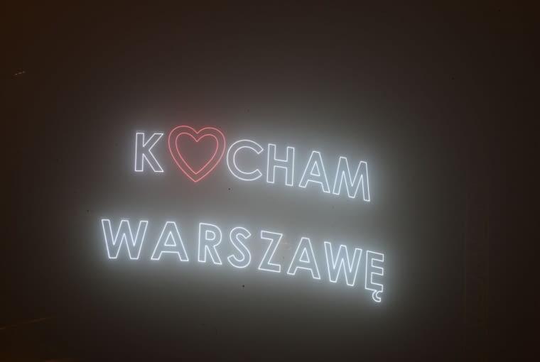 """Napis """"Kocham Warszawę"""" na wieżowcu Warsaw Spire"""