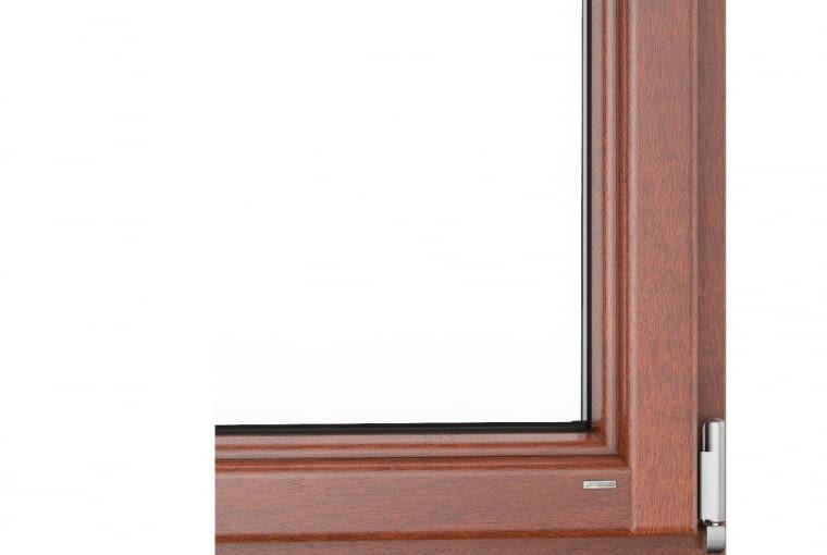 Wycena firmy URZĘDOWSKI, www.urzedowski.pl: System: profil drewniany (meranti) GALUX Softline, zestaw szybowy jednokomorowy, Uw = 1,1 W/(m2K). Cena netto od 25 693 zł. Cena brutto od 31 603 zł