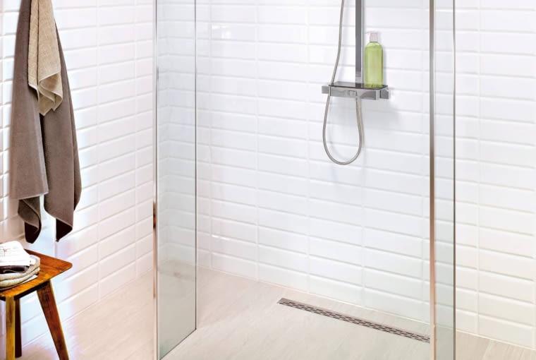 Odpływ liniowy, kabina prysznicowa, brodzik