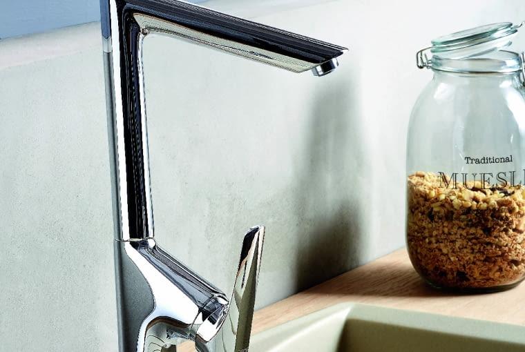 Bateria kuchenna o prostej, geometrycznej formie z systemem łatwego usuwania kamienia wapiennego