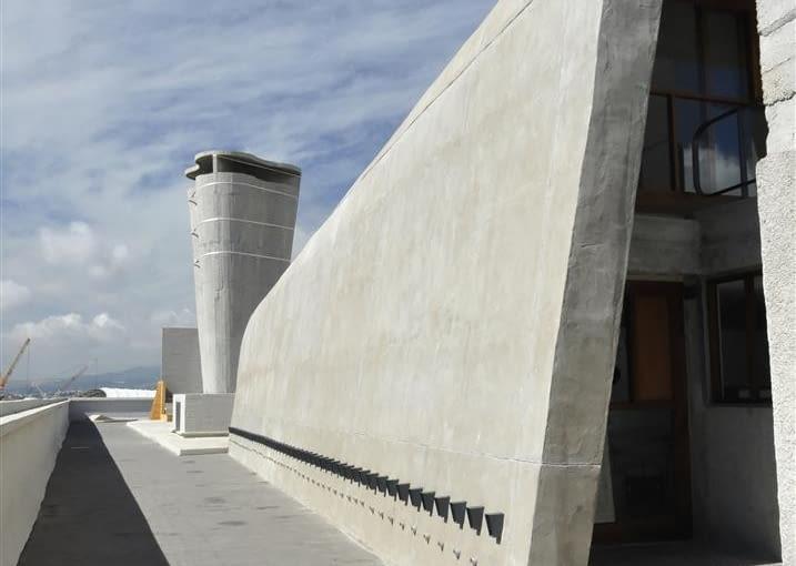 Jednostka Marsylska, proj. Le Corbusier - zachodnia strona tarasu dachowego, gimnazjum (sala gimnastyczna) i komin wentylacyjny