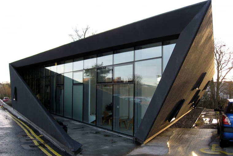 Maggie's Centre w Fife. Proj. Zaha Hadid