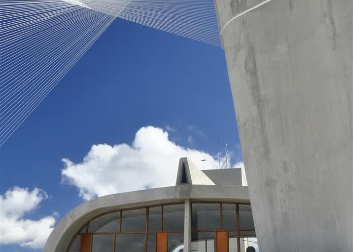 Jednostka Marsylska, proj. Le Corbusier - północny komin wentylacyjny, popiersie Le Corbusiera i gimnazjum