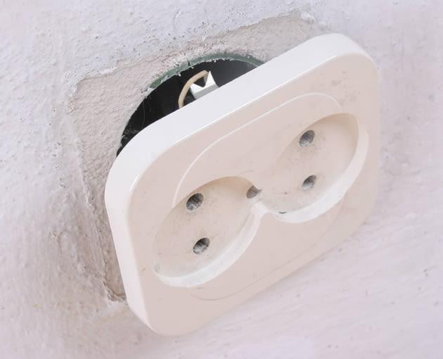 osprzęt elektryczny, gniazdko elektryczne, wymiana gniazdka