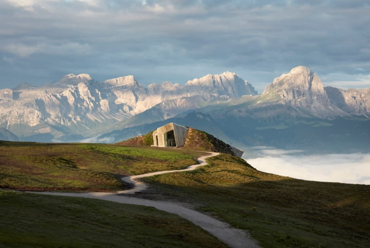 MMM Corones muzeum na szczycie płaskowyżu Kronplatz w Dolomitach, projekt Zaha Hadid. Finalista w kategorii: Duch miejsca.