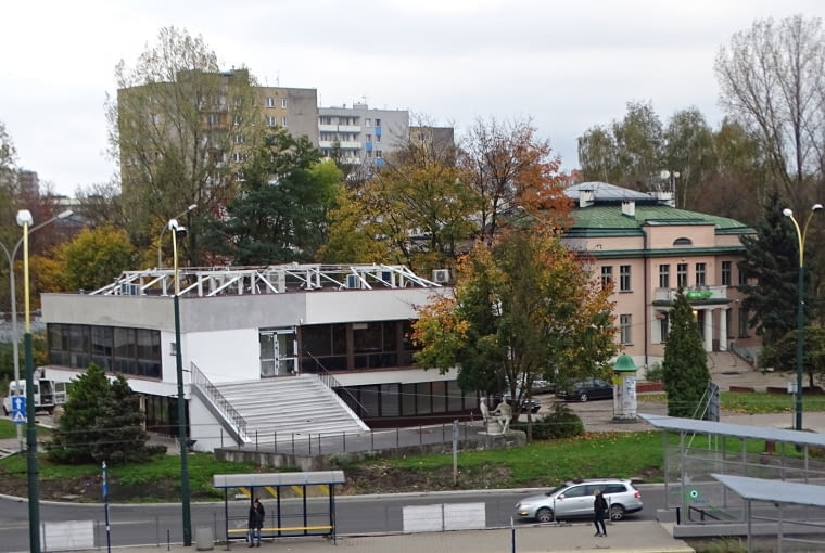 - Jakie to ładne - zachwycała się ręcznie robionymi kolumienkami jedna z mieszkanek, przechodząc obok dawnego Pałacu Ślubów w Sosnowcu. W tym samym czasie projektanci oryginału zapewne przewracali się w grobie