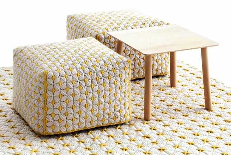 Silai w swojej najnowszej kolekcji dywanów i pufów, belgijska projektantka Charlotte Lancelot, wykorzystuje stare techniki i nowoczesne wzory, Gan by Gandia Blasco.