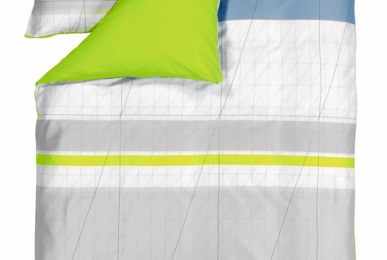 Hay Pościel Colour Block. Z jednej strony w kolorze świeżej limonki, z drugiej w delikatne, przecinające się linie w odcieniach szarości i bieli. Uszyta z bawełny i satyny. Wym. 140 x 200 cm; 63 x 60 cm, squarespace.pl, od 296 zł