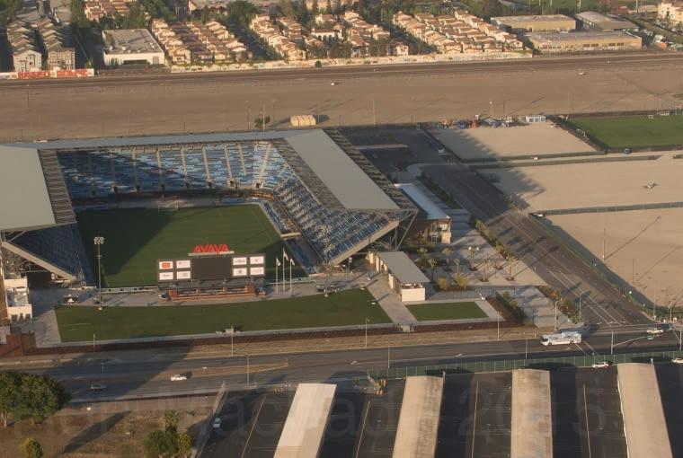 Avaya Stadium, San José - USA (V nagroda w głosowaniu jury) - To jeden z tych stadionów, które znalazły się poza finałową dziesiątką w głosowaniu internautów, ale które zasłużyły na wyróżnienie zdaniem jury. Stadion posiada jedynie trzy trybuny, od czwartej strony został natomiast ustawiony ogromny dwustronny telebim.