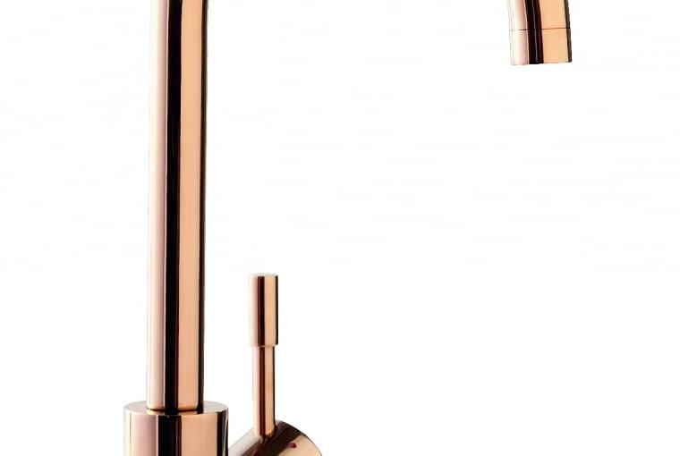 Umbrella/VILLEROY&BOCH   Wysoka, w kolorze Rosegold, idealnie wpisuje się w aktualne trendy aranżacyjne. Cena: ok. 2750 zł, www.villeroy-boch.pl