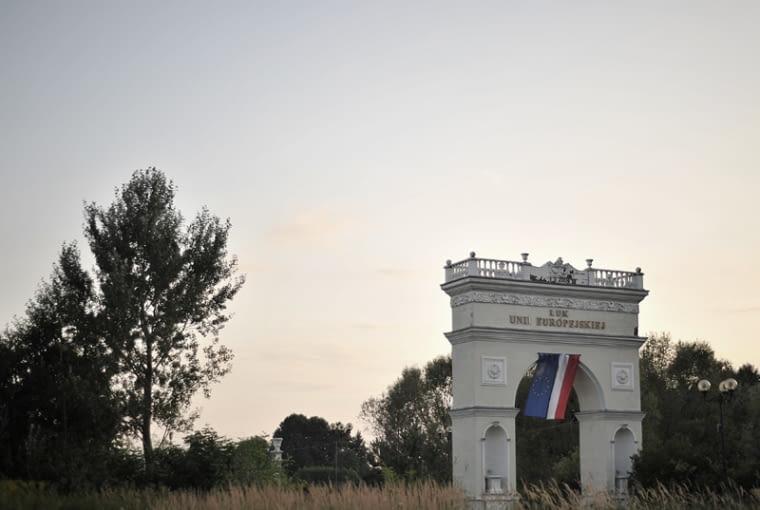 Łuk Unii Europejskiej w Michałowicach